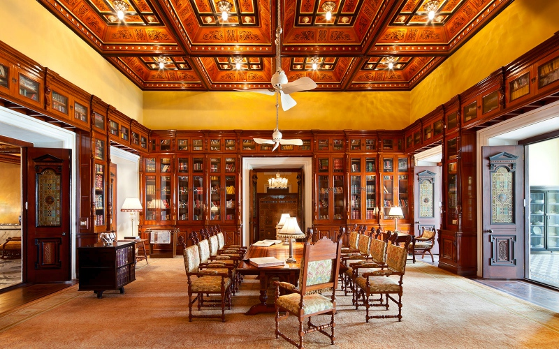 Taj-Falaknuma-biblioteka